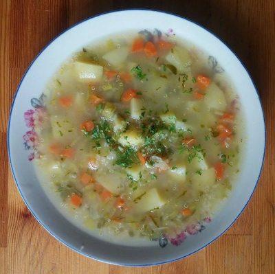 Zupa ogórkowa z ziemniakami i ...komosą ryżową.