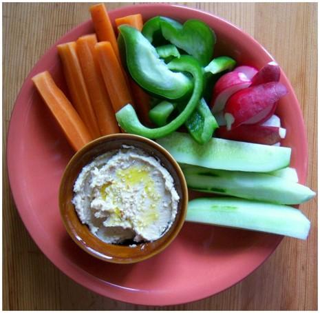 hummus i warzywa